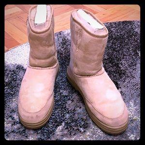 UGG Australia Ultra Short Women's Boots, size 10